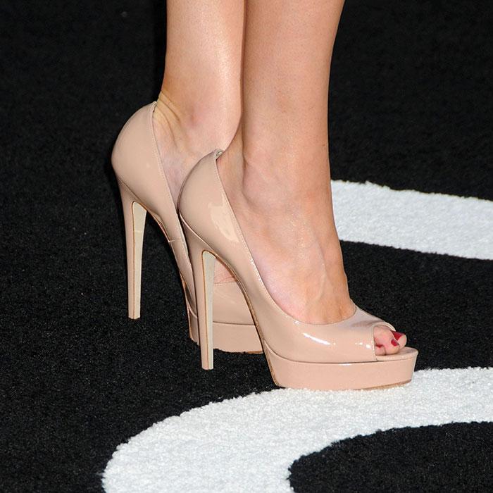 Amber Heard feet pics