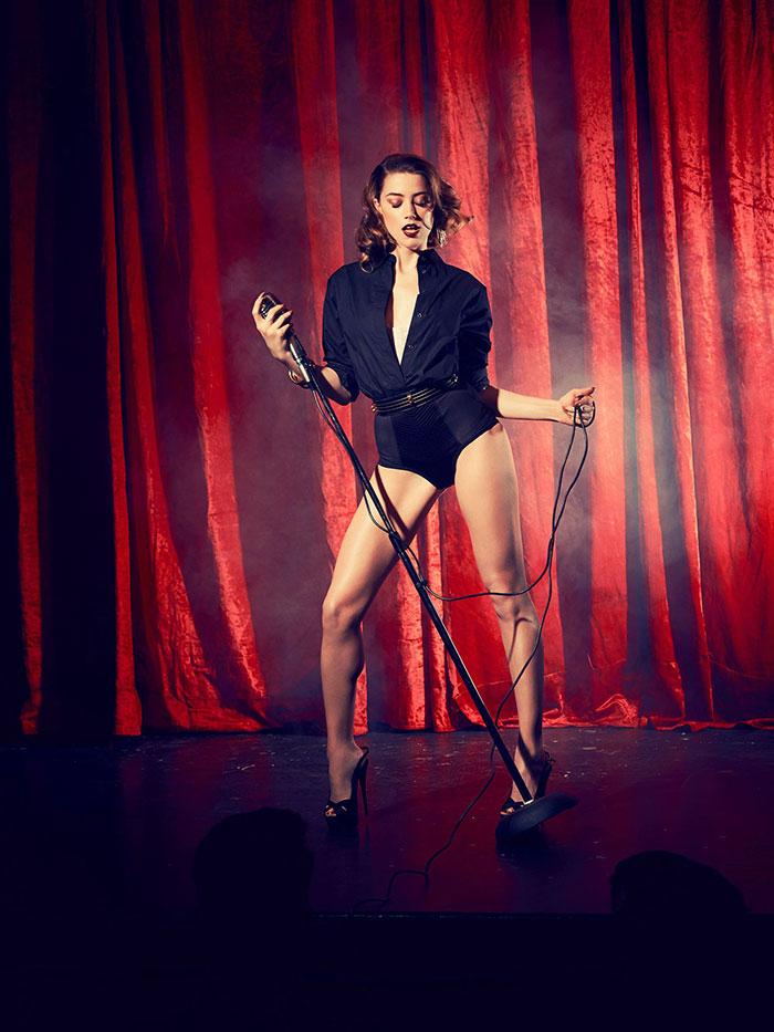 Amber Heard leg