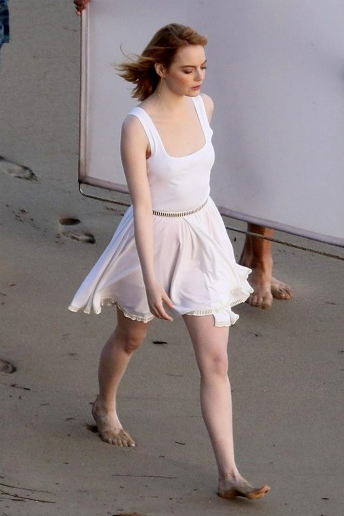 anne hathaway hot feet pictures