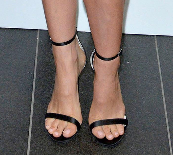 natalie portman feet 14